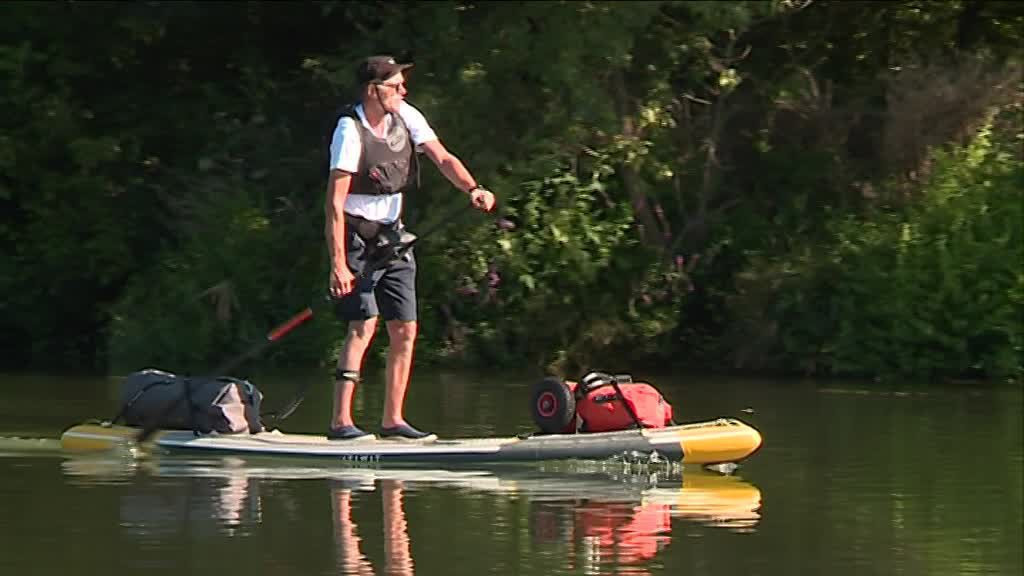 De passage en Bourgogne, Claude Dhondt traverse la France en stand up paddle