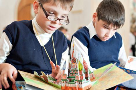 Foto Fundação de beneficência Livros Ilustrados para Crianças Cegas Pequenas