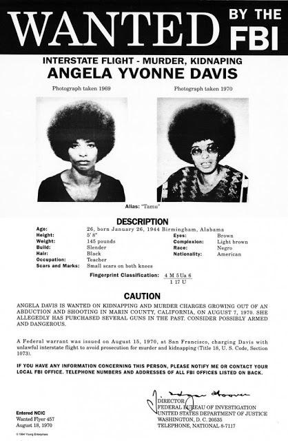 Angela D avis, buscada por el FBI