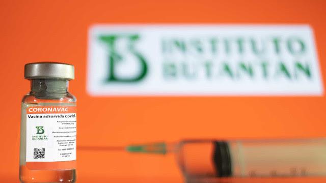 Saúde reclama de atraso da Coronavac, e Butantan ataca 'falta de planejamento' da pasta