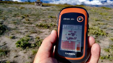 """Medición, con receptor GPS, de la Latitud 0º 0' 0"""" en Catequilla, Ecuador. 28 de noviembre de 2017."""