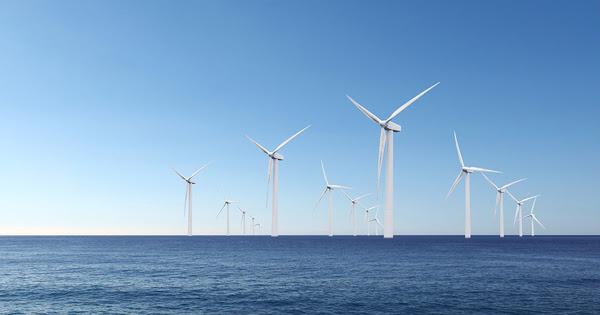 Éolien en mer: des élus locaux réclament l'attribution de deux parcs au large de la Normandie d'ici 2023
