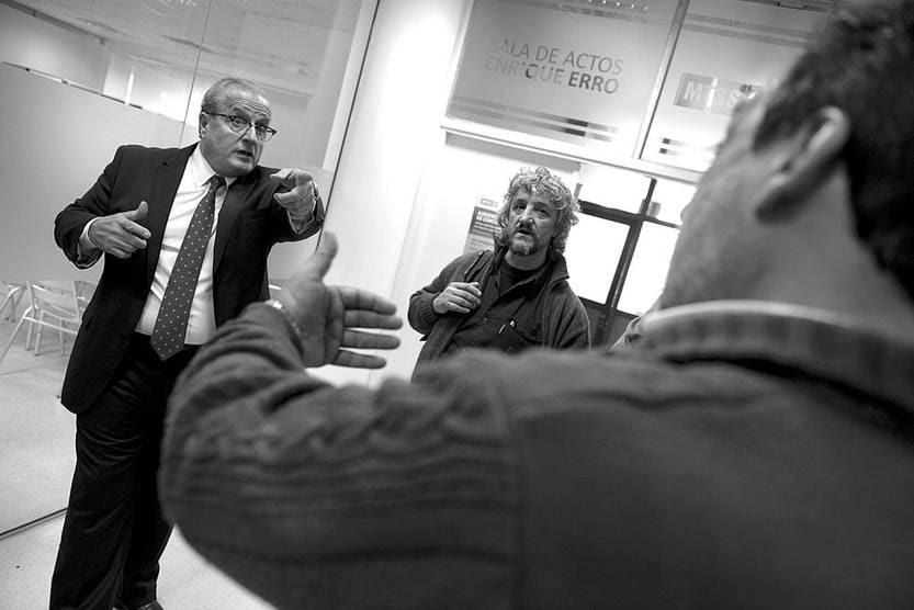 Representantes de trabajadores y de empresarios antes del Consejo Superior de Salarios en el Ministerio de Trabajo y Seguridad Social.Foto: Santiago Mazzarovich (archivo, junio de 2015)