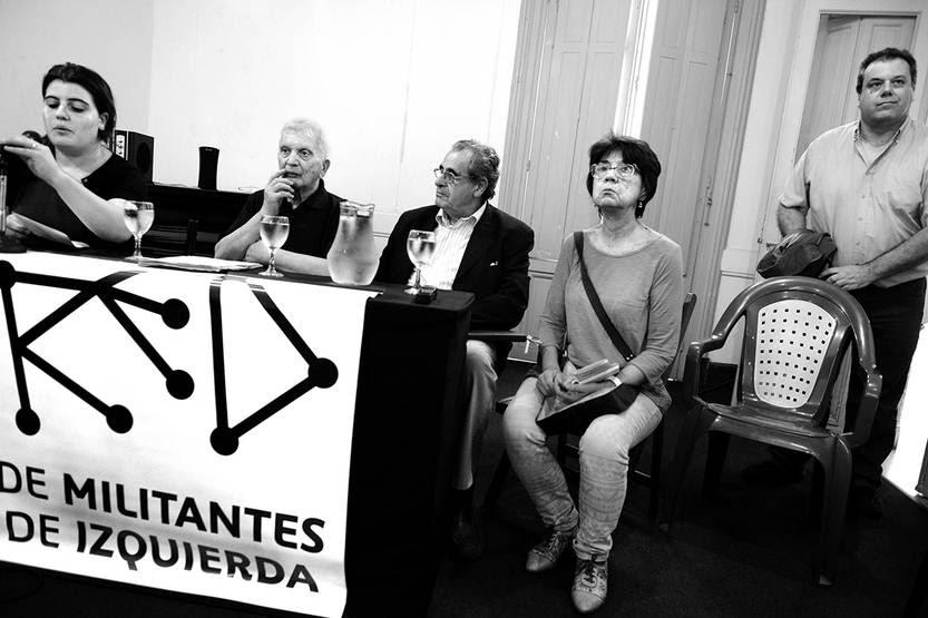 Fiorella Pena, Carlos Coitiño, Carlos Viera, Iris Peña y Rafael Fernández, el sábado, en la Casa Bertolt Brecht. Foto: Santiago Mazzarovich