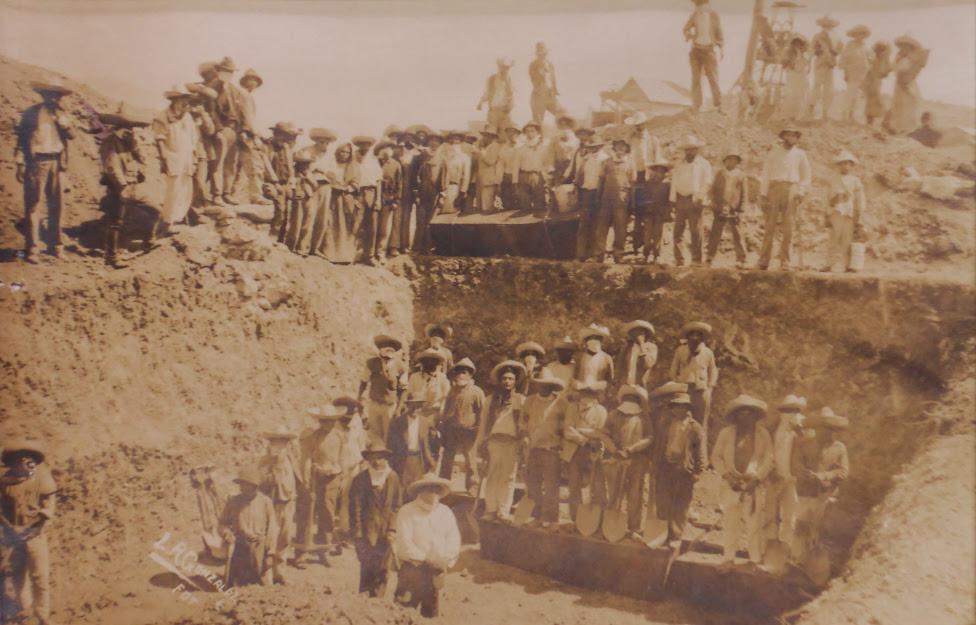 Fosa común donde se enterraron a los mineros que murieron en el incendio. Al menos fueron 87, según las cifras oficiales.