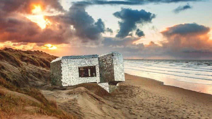 """Faute de moyens pour assurer son entretien, le """"Blockhaus miroir"""" de la plage de Leffrinckoucke dans le Nord va disparaître"""