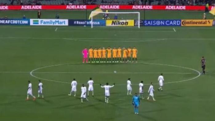 VIDEO. Attentat de Londres : l'étrange attitude des footballeurs saoudiens lors d'un hommage aux victimes