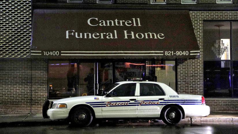 Hallan 11 cadáveres de bebés en descomposición en el techo de una funeraria en EE.UU.