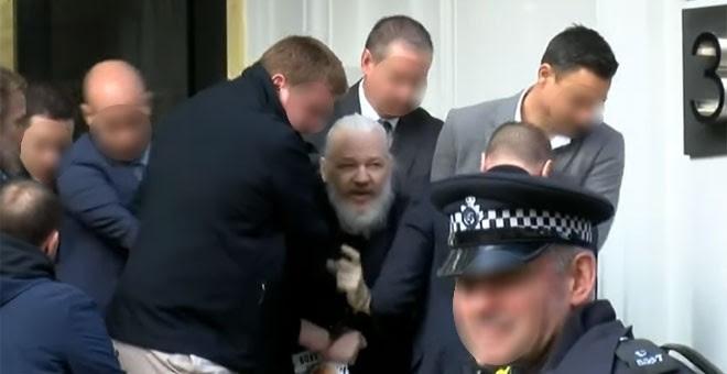 Momento de la detención de Julian Assange. - RT (Youtube)