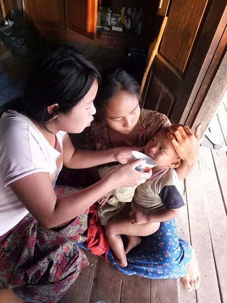 Hỗ trợ một đứa trẻ ốm