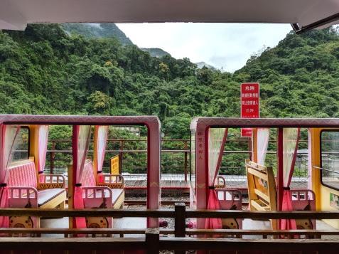 Log Carts to Wulai Falls