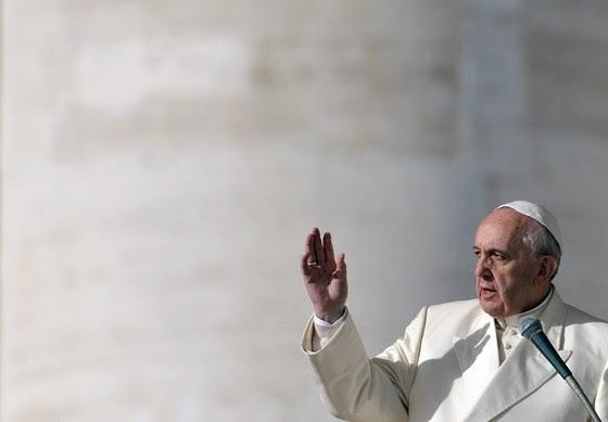 Ferenc pápa: Az egyház nem kérhet pénzt az áldásért, a keresztelőkét, a misékért