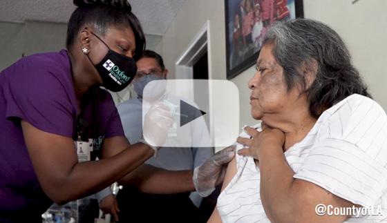 Nurse providing in-home vaccination services