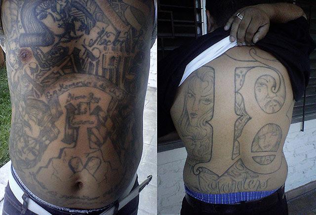 Los entrevistados se negaron a dar sus rostros para fotografías. Únicamente mostraron sus tatuajes. Foto José Luis Sanz