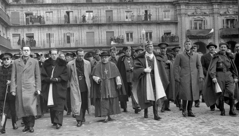 El cardenal Isidro Gomá, José Millán Astray (3d) y otras personalidades celebran la ocupación de Tarragona por Franco.
