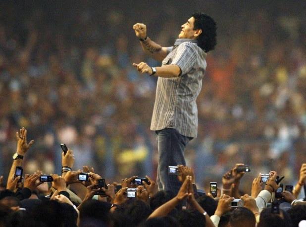 Maradona adulé