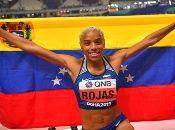 Rojas logró lamedalla dorada en su segundo salto, donde registró una marca de 15.37 metros.