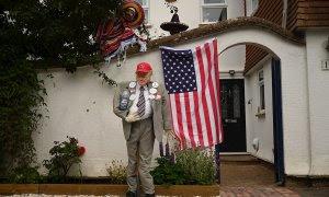 04/06/2020.- Un espantapájaros que imita a Donald Trump en un jardín de la ciudad inglesa de Haddenham. EFE/Neil Hall