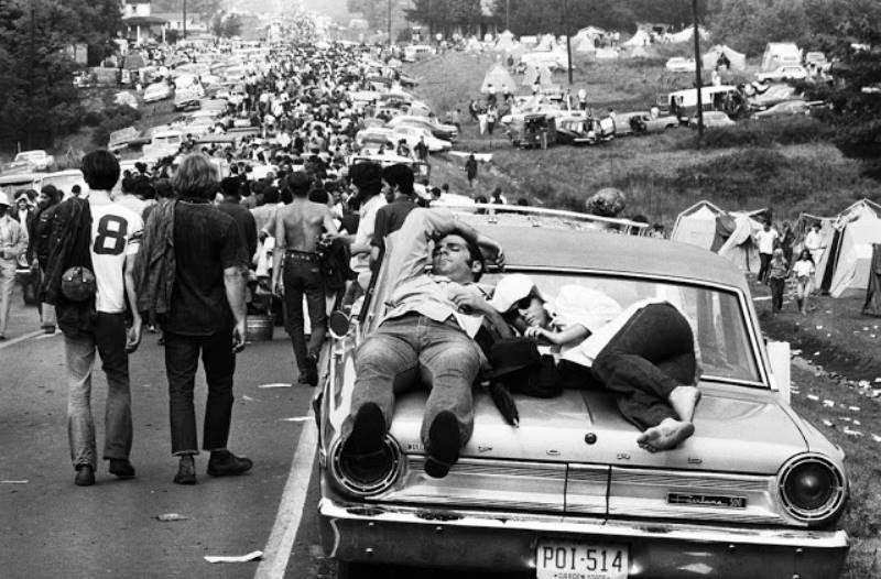 46 Years Ago Today, 500,000 People Descended On A Farm For The Greatest Music Festival Of All Time Waiting-to-get-into-woodstock