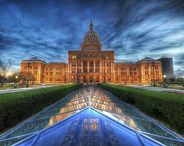 Texas_State_Capitol_Building_at_Dusk.jpg