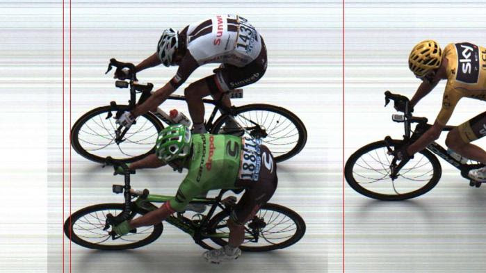 VIDEO. Tour de France : Rigoberto Uran coiffe Warren Barguil à la photo-finish à l'arrivée de la 9e étape à Chambéry