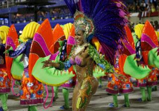 Confira tudo o que aconteceu no 1º dia de desfiles das escolas do RJ