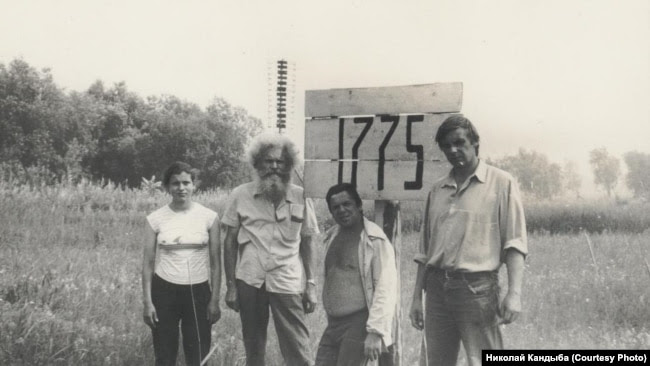 Участники экспедиции 1989 года: Анна Фаст,                 Вильгельм Фаст, Георгий Шахтарин, Николай Кащеев