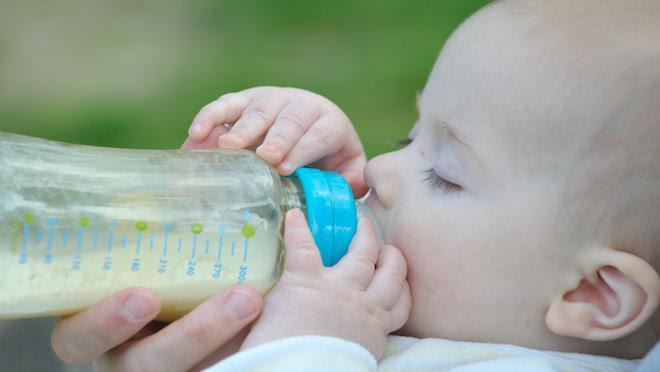 Belgique : un bébé est mort après avoir été nourri au lait végétal