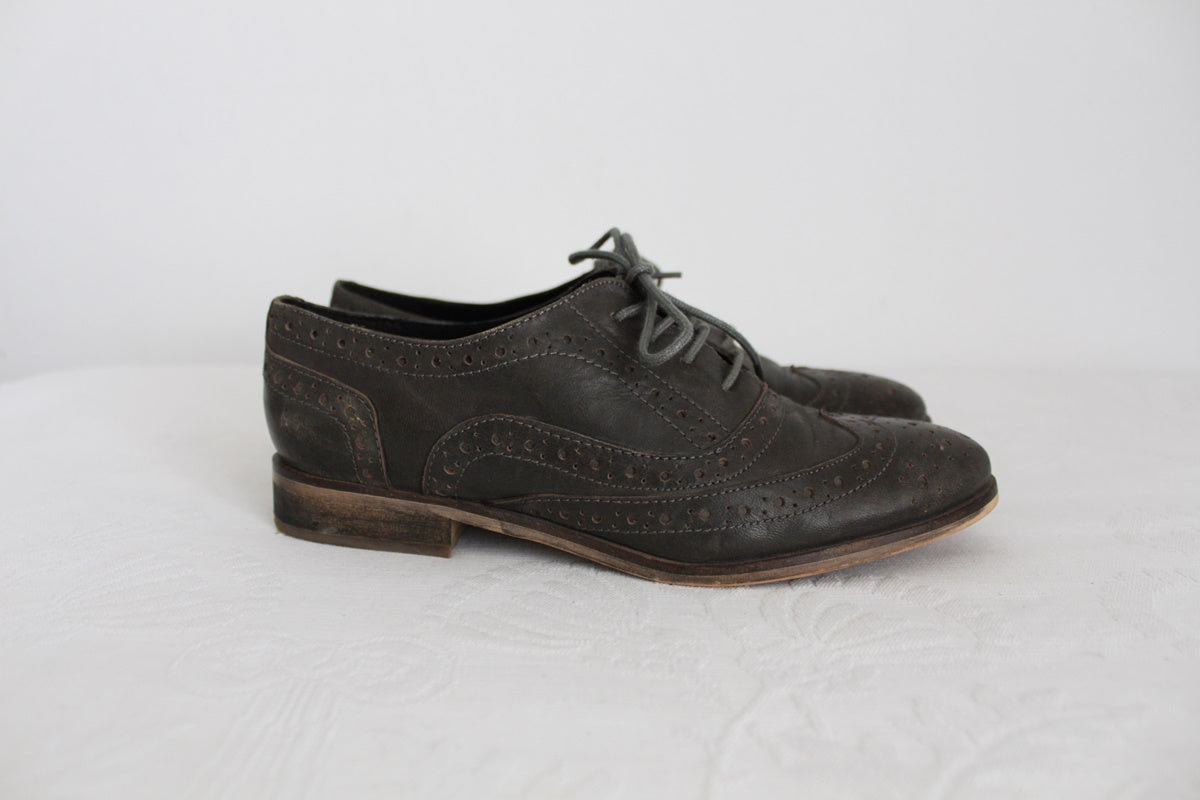 RARE EARTH LEATHER BROGUE SHOES - SIZE 3