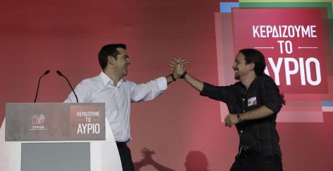 Tsipras e Iglesias, en un acto de Syriza en Atenas la semana pasada. EFE/EPA/YANNIS KOLESIDIS