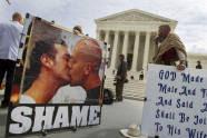 Los manifestantes anti-gay
