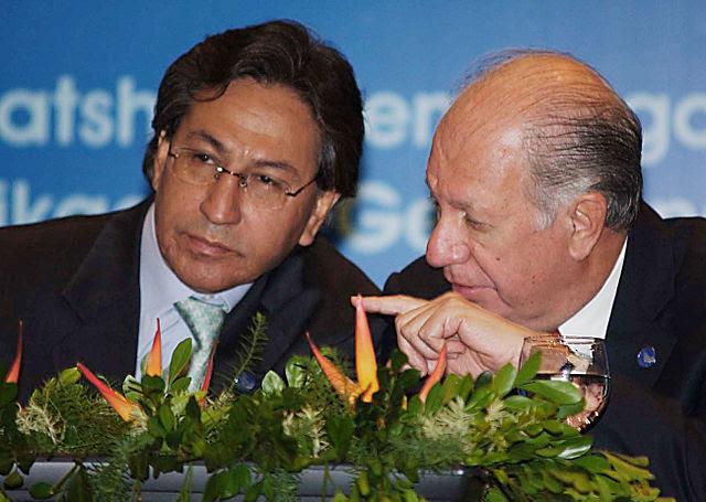 Former Peruvian President Alejandro Toledo in 2005 (L) with Ricardo Lagos, then-President of Chile