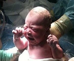Nace el primer niño tras un trasplante de útero