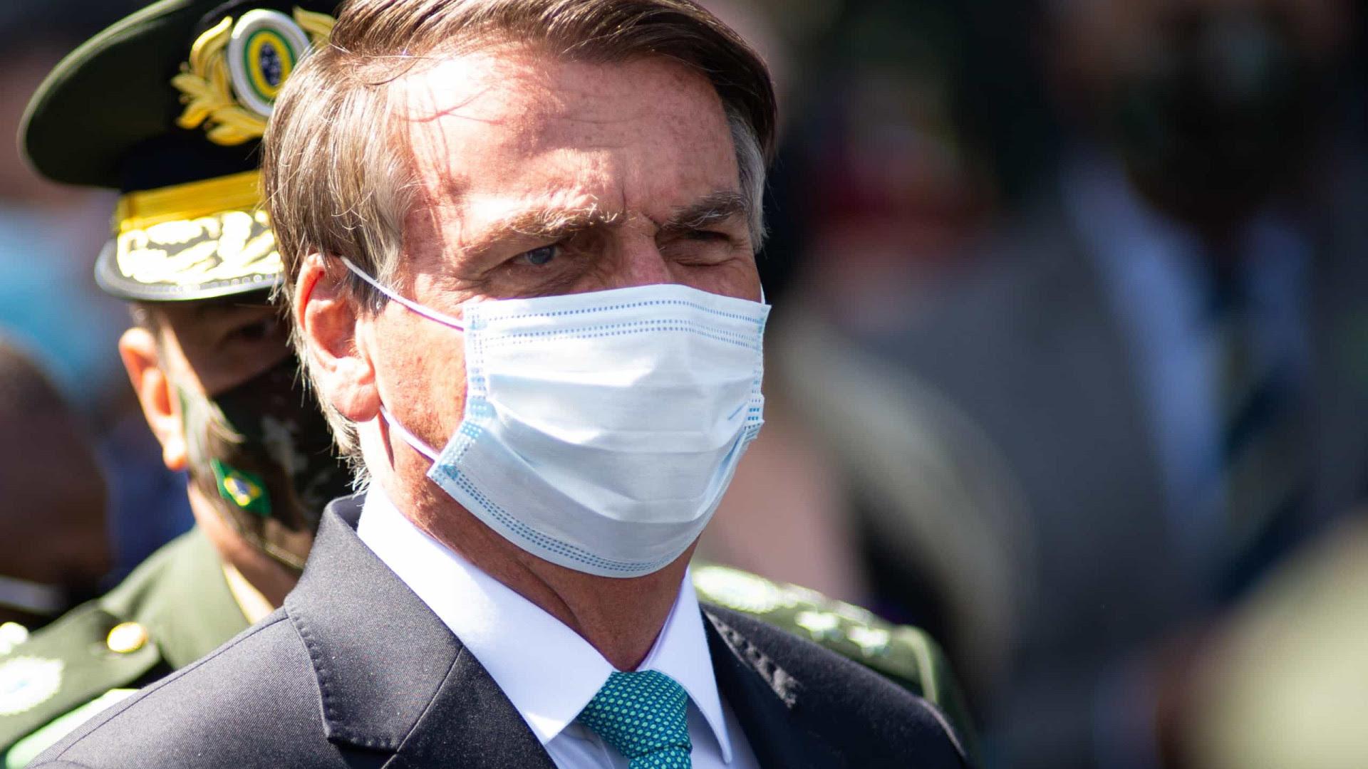 Bolsonaro ocultou do MPF compra de máscaras por metade do preço de modelo impróprio