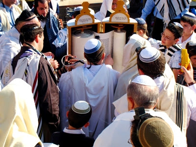 Reading the Torah scroll at the                 Western (Wailing) Wall (Photo by Francisco Martins)
