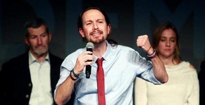 El lider de Podemos, Pablo Iglesias (c), durante el acto electoral que la formación ha celebrado esta tarde en el Círculo de Bellas Artes de Madrid. EFE / Victor Lerena.
