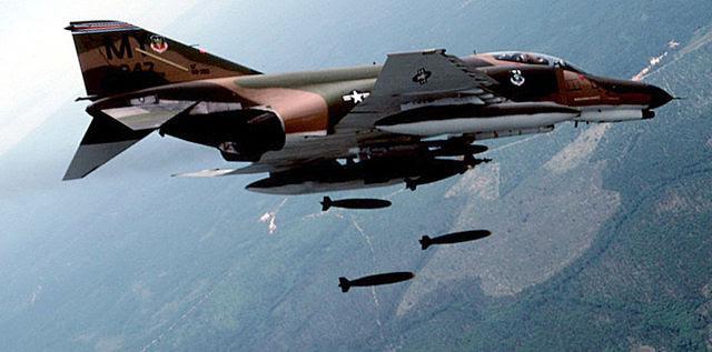 640px-F-4_Phantom_II_in_flying