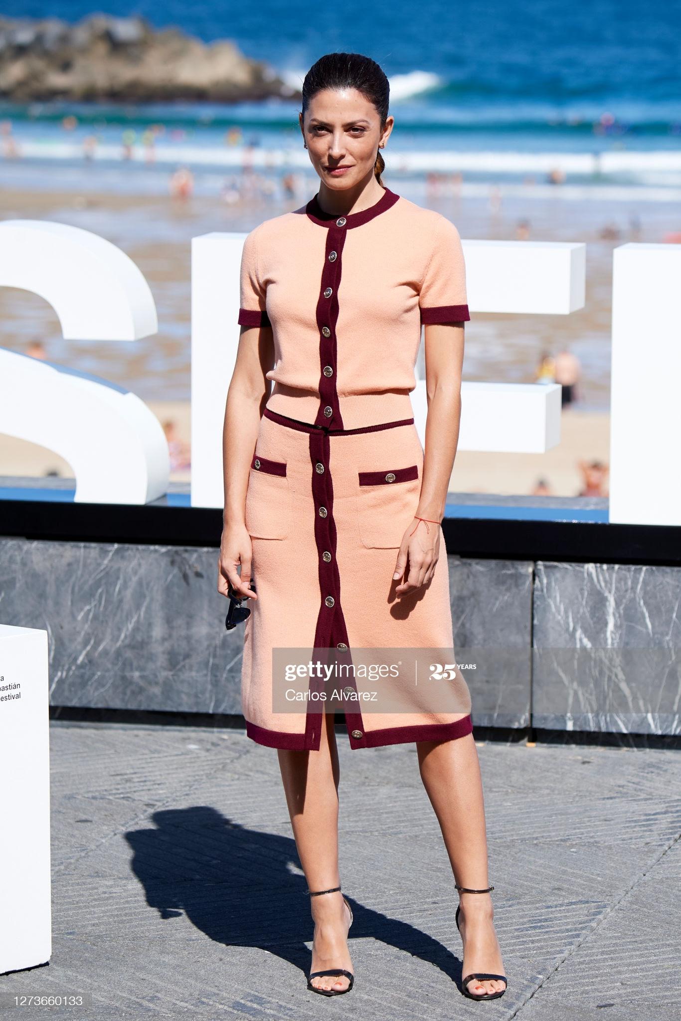 bab120c0 c952 4ea3 9fce f66a46578c66 - Festival de San Sebastián: Todas las celebrities que han lucido Jimmy Choo y Elisabetta Franchi en la alfombra roja