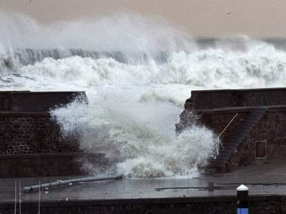 Las olas de más de 10 metros azotaron la costa cantábrica española, 02 de Febrero 2014