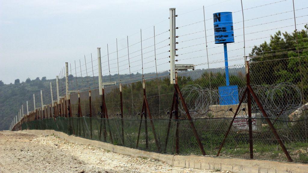Ejército israelí quiere construir un foso en su frontera con el Líbano