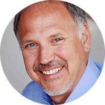 Dr. Carl A. Moeller, chef de la direction, Biblica