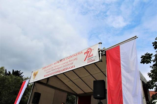 Merah Putih dengan Latar Langit Berlin. Sumber: Dok. pribadi