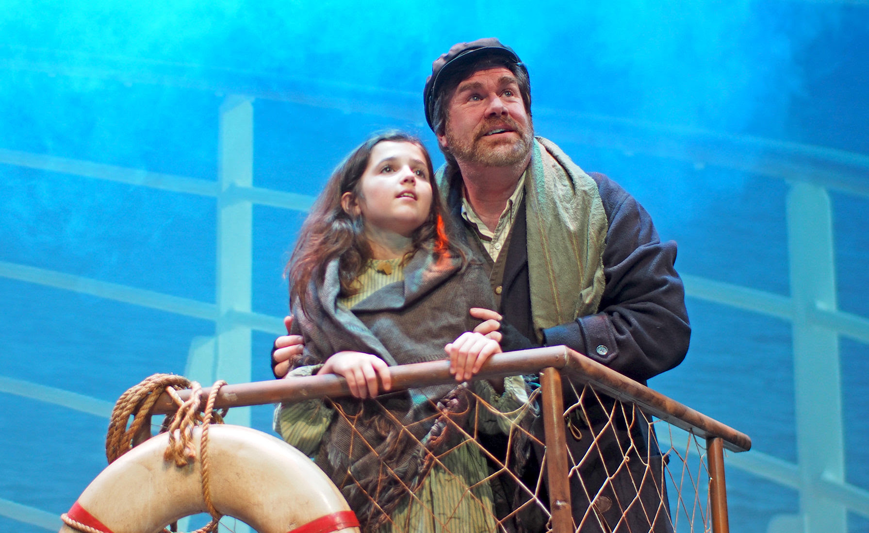 Hannah Dwyer as Little Girl with Michael Hammond as her father Tateh