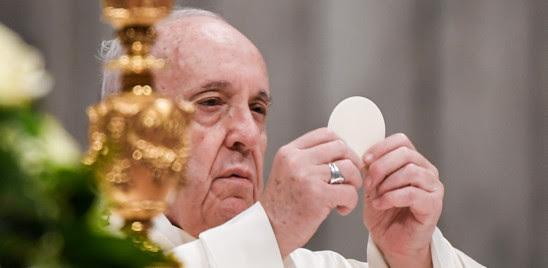 """IL PAPA ALLA VEGLIA PASQUALE: """"IN QUESTA BUIA PANDEMIA CRISTO CI DICE DI RICOMINCIARE"""""""