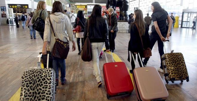 La población española se ha reducido en 26.051 personas entre enero y junio.- EFE