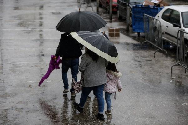 Καιρός: Παραμένει το βροχερό σκηνικό - Πού θα κυμανθεί η θερμοκρασία