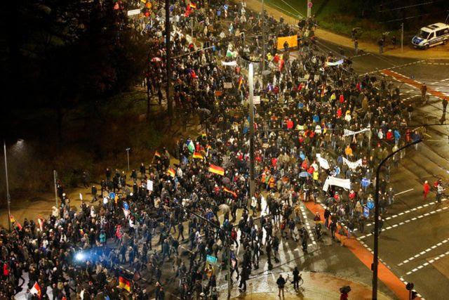Les «Patriotes européens contre l'islamisation de l'Occident» (Pegida) continuent de rassembler en Allemagne. Hier soir, 18?000 personnes ont participé à la marche du lundi à Dresde.