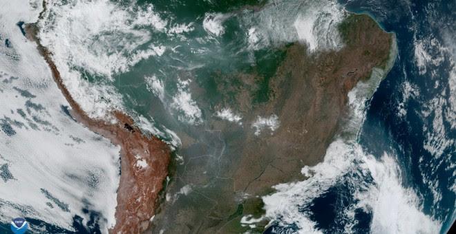 Los incendios que arrasan la selva amazónica, vistos desde el espacio, capturados por el satélite meteorológico geoestacionario GOES-16 el 21 de agosto de 2019.- REUTERS/ NASA