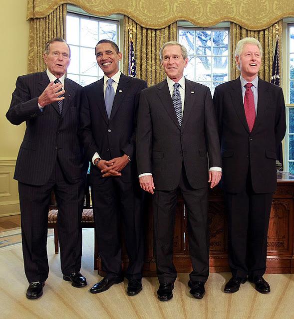 """Tất cả 4 vị tổng thống, từ trái sang: George H.W. Bush (cha), Barack Obama, George W. Bush (con) và Bill Clinton đều đã """"ngây thơ"""" tin rằng giúp Trung Quốc phát triển kinh tế sẽ dần dần thay đổi được thể chế chính trị của quốc gia này."""