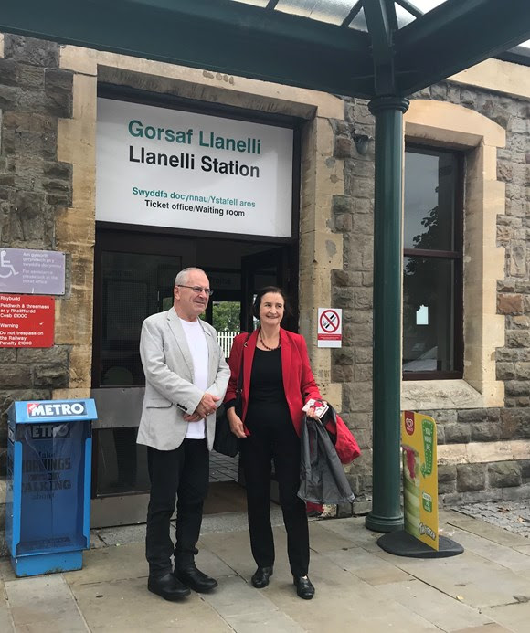 Network Rail chair visits Llanelli Goods Shed to discuss transformation plans